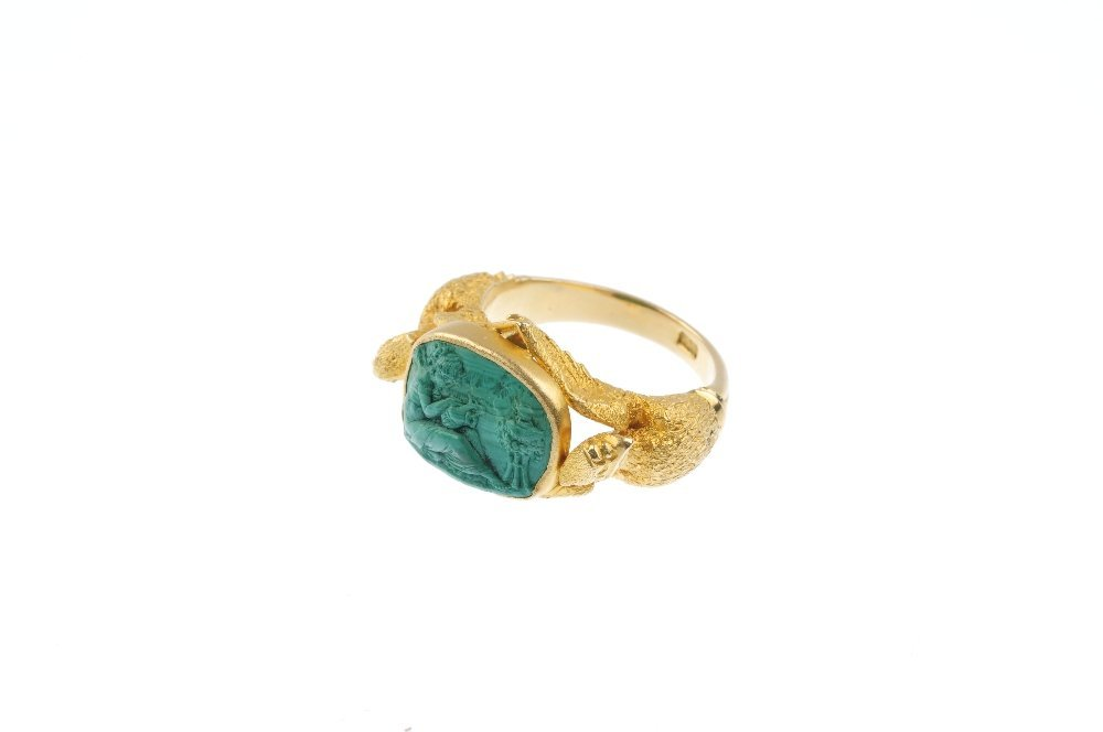 A late 19th century 18ct gold carved malachite ring. - 3