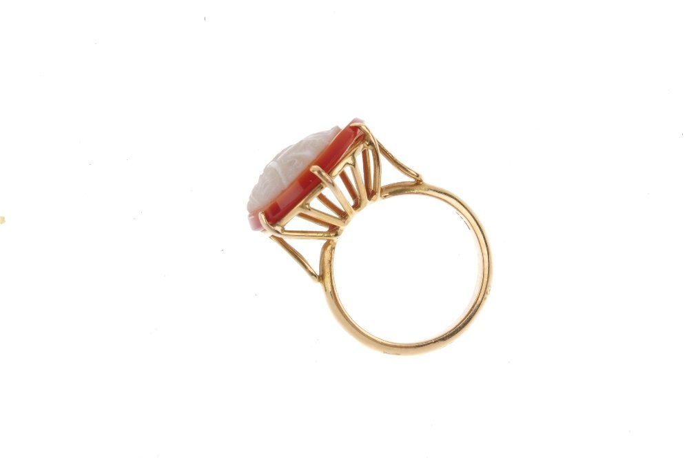 A 15ct gold cameo ring. The carnelian cameo of circular - 2