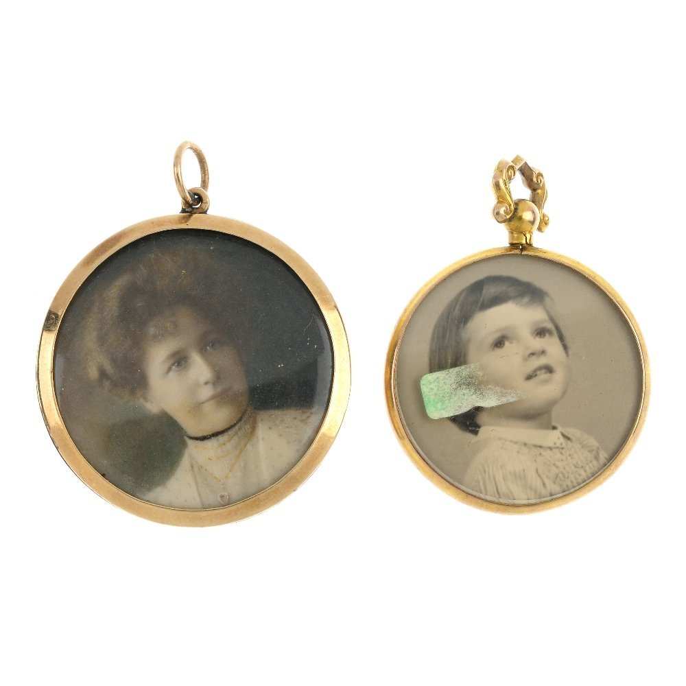 Four early 20th century photographic lockets. To
