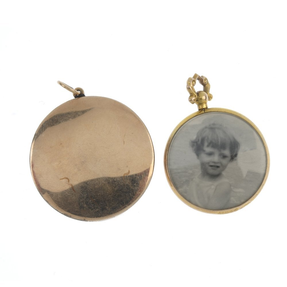 Four early 20th century photographic lockets. To - 2