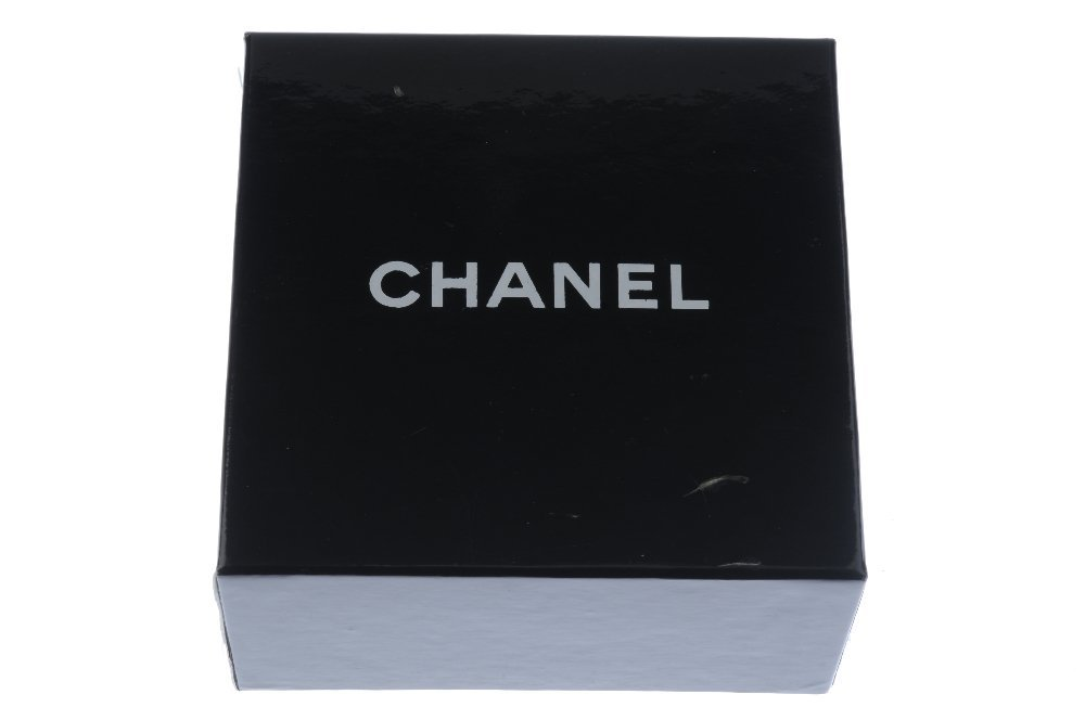 CHANEL - a flower brooch. The petals made from cream - 3