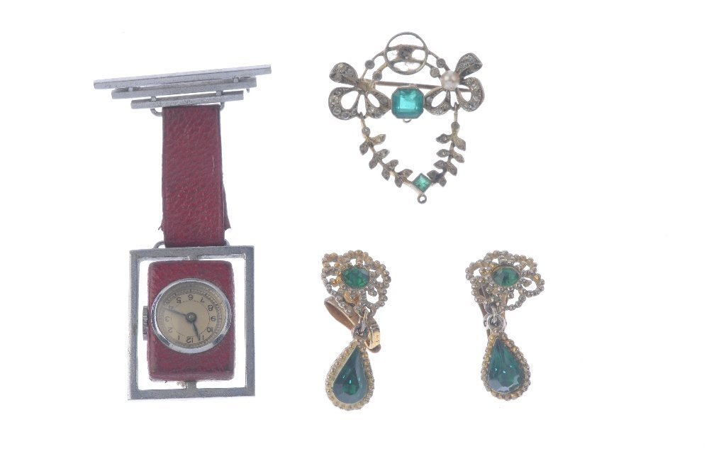 A selection of costume jewellery items. To include a - 3