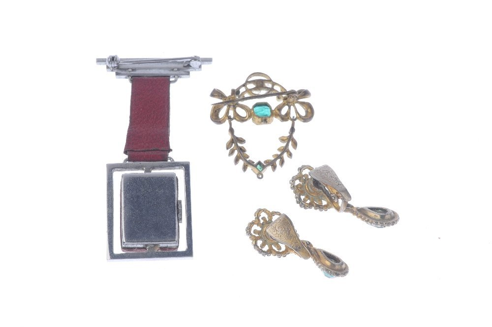 A selection of costume jewellery items. To include a - 4