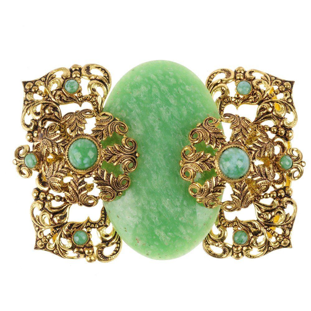A selection of costume jewellery. To include an