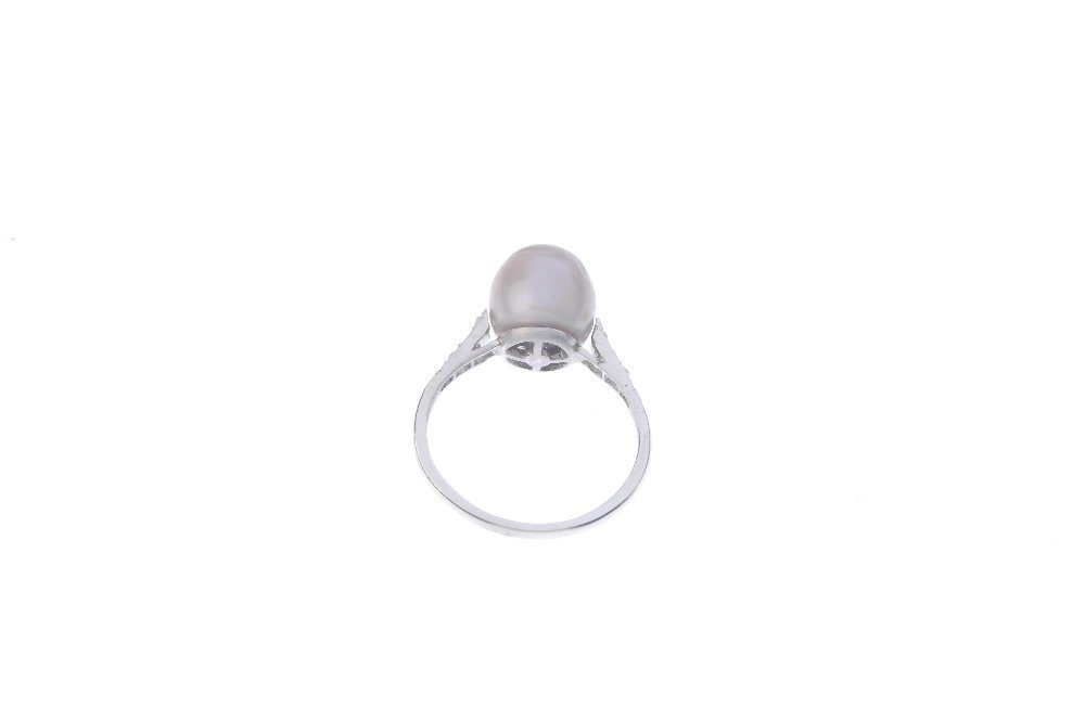 A natural pearl and diamond ring. The natural pearl, - 3