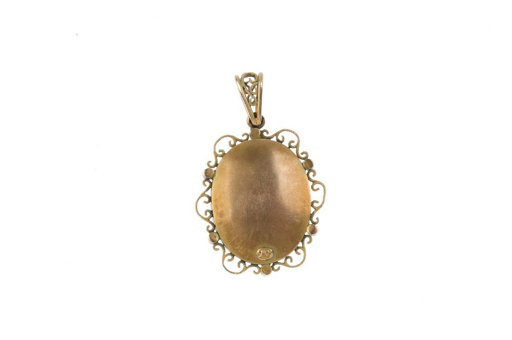 An Edwardian 9ct gold split pearl photograph locket. - 2