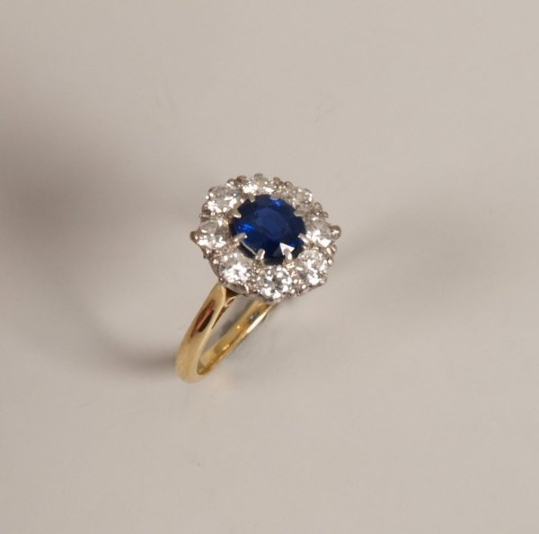 21: 18ct gold and platinum sapphire and diamond cluster
