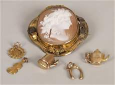 190 Six items of jewellery to include an oval cameo br