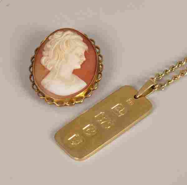 525: Two items of jewellery to include a 9ct gold mount