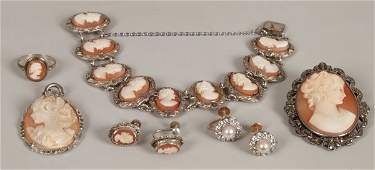 702: Six items of jewellery to include a pair of 9ct go