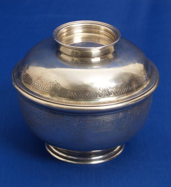 927: George ll - a sugar bowl and cover with engraved r