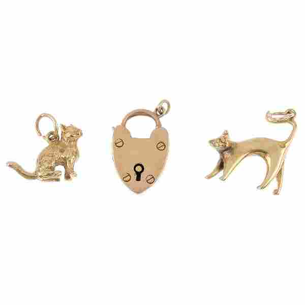 Four gold jewellery items. To include two 9ct gold cat