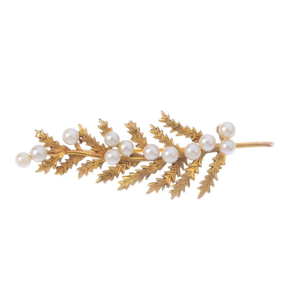 A 9ct gold cultured pearl bar brooch. Of foliate