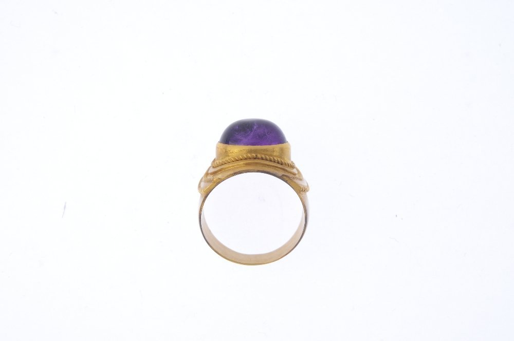 An amethyst single-stone ring. The oval amethyst - 2