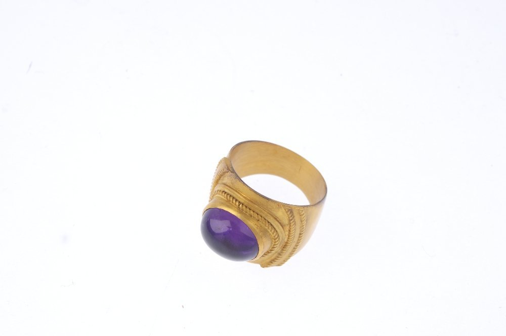 An amethyst single-stone ring. The oval amethyst - 3