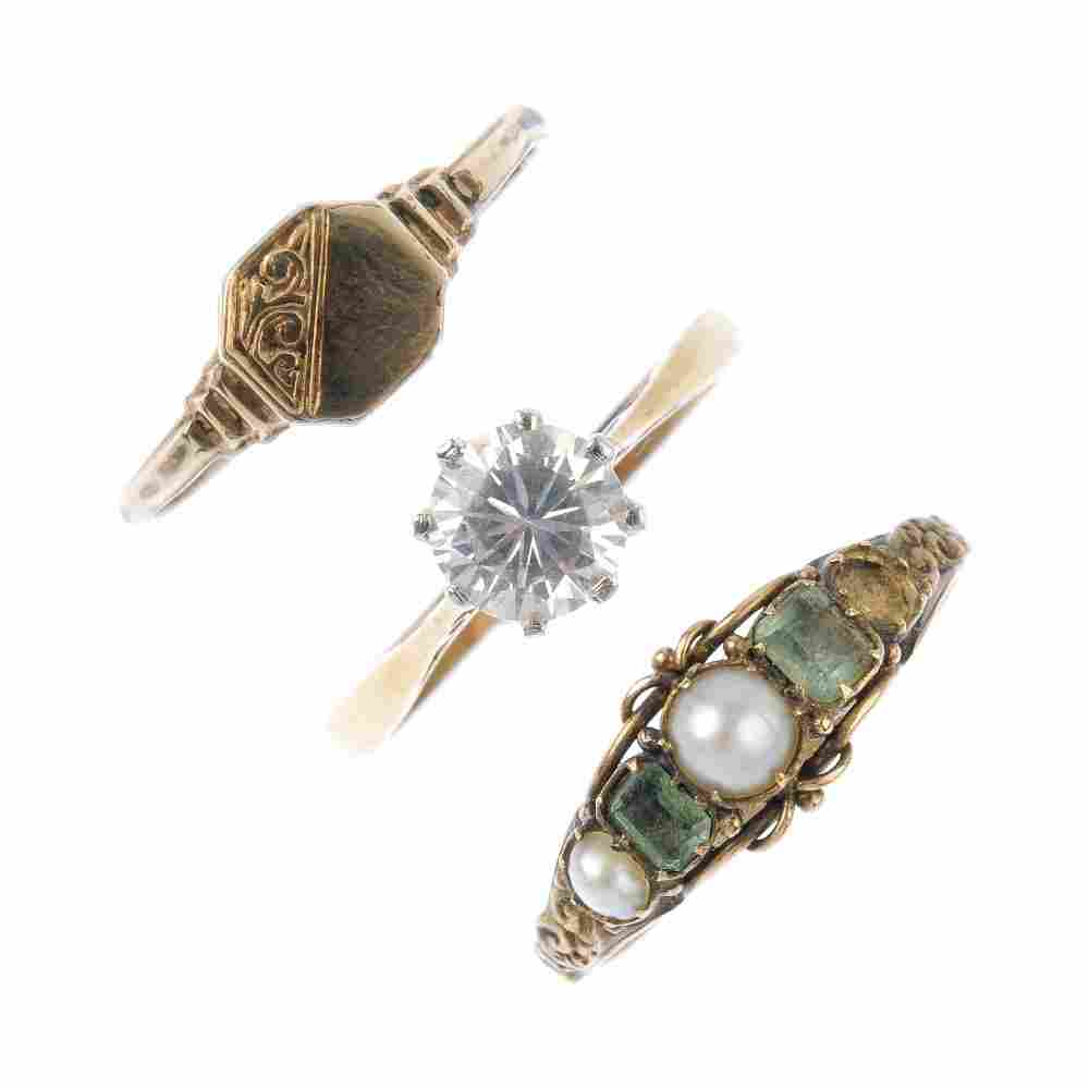 A selection of jewellery. To include a late Victorian