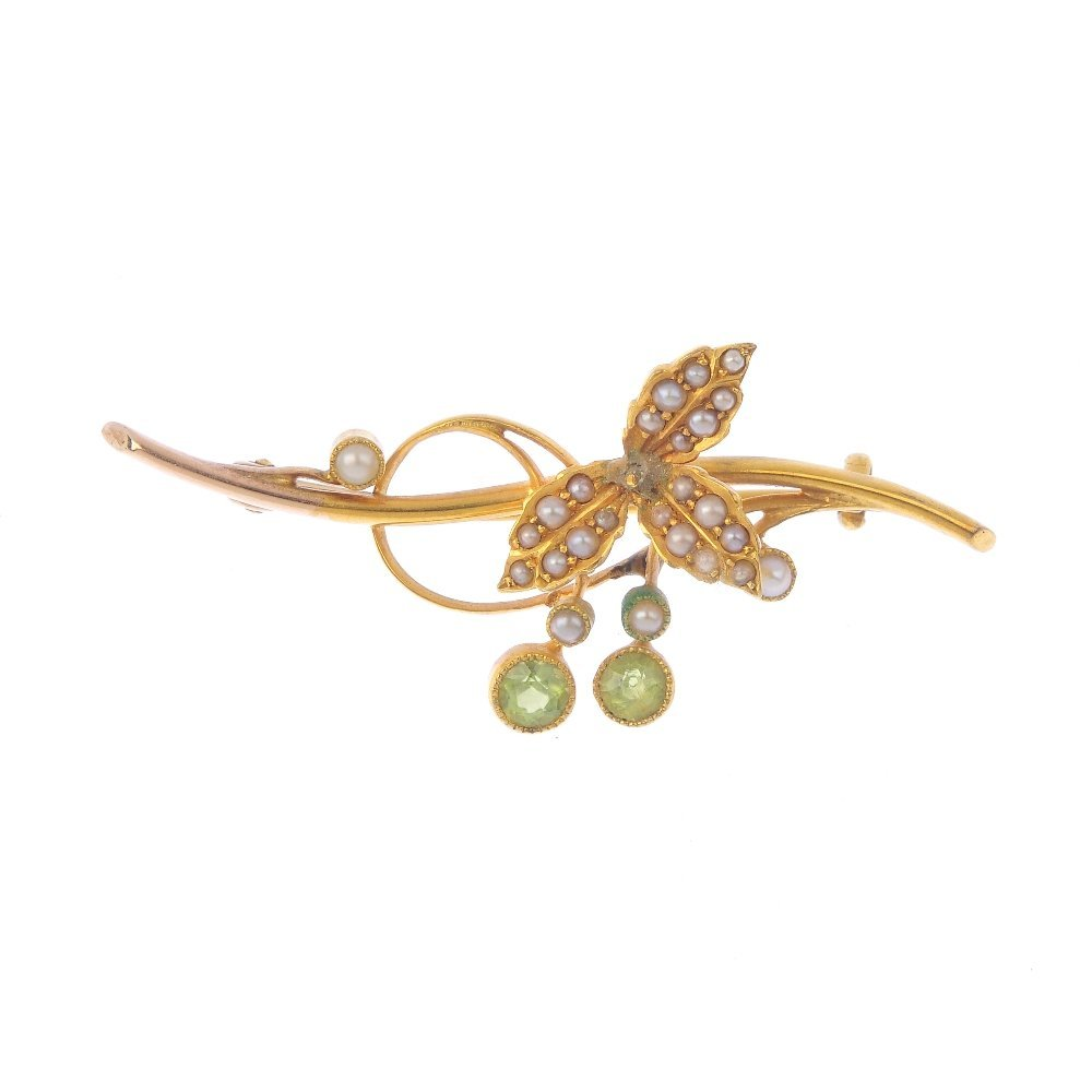 An early 20th century 15ct gold peridot and split pearl