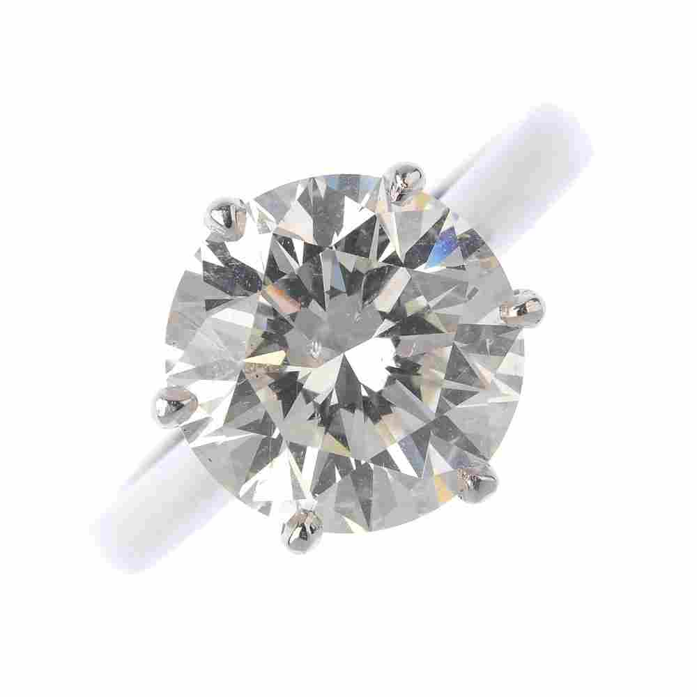 (6001002-1-A) A platinum diamond single-stone ring. The