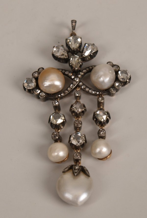 313: Diamond and pearl pendant - the silver fronted scr