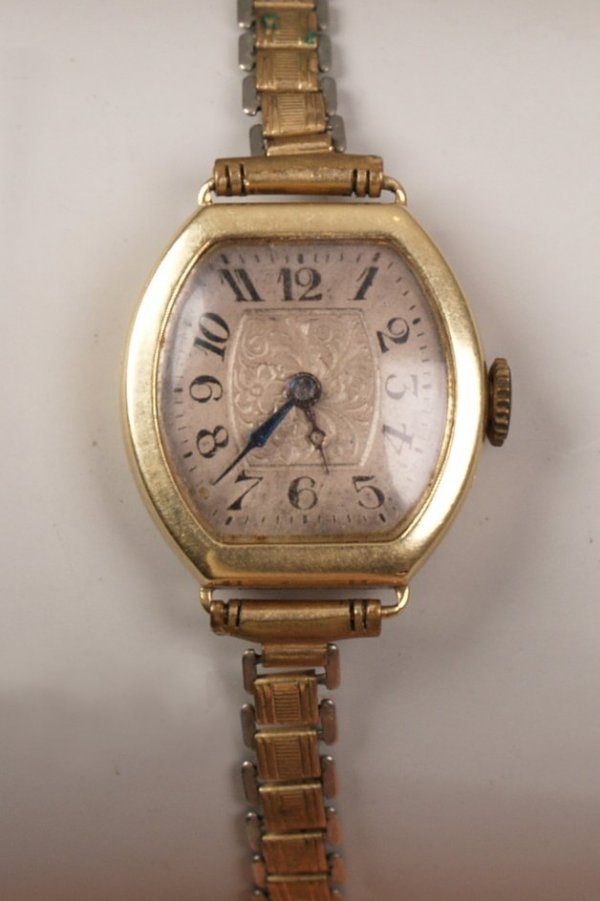 1003: BLANCPAIN -  Early 20th century 14ct gold ladies