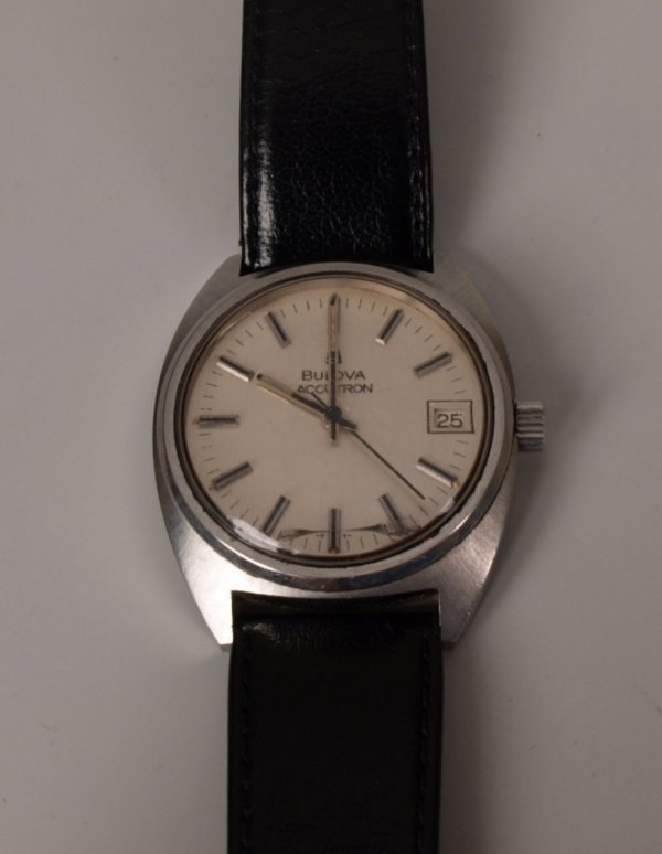 1011: BULOVA - a gentleman's steel cased Accutron with