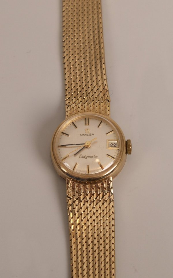 1049: OMEGA - 9ct gold 1960's Ladymatic watch with a ma