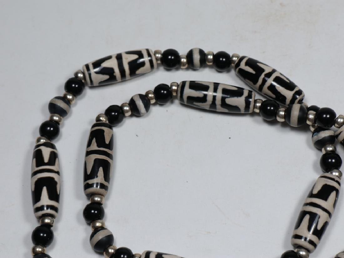 An antique agate Dzi bead necklace - 4