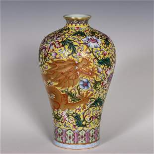 A CHINESE YELLOW GROUND FAMILLE ROSE PORCELAIN VASE