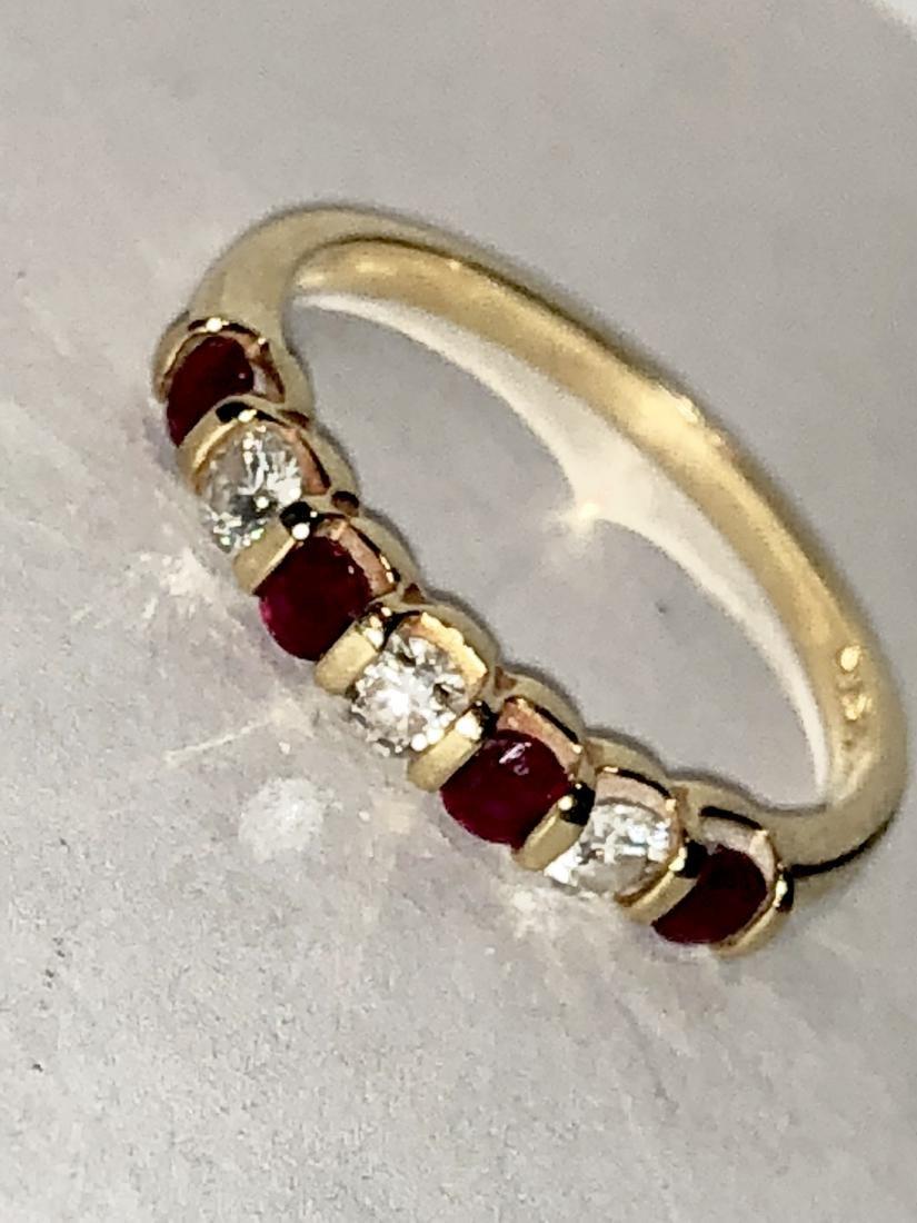 18K gold 1.0 TCW VS1, G diamonds & ruby band ring. - 2