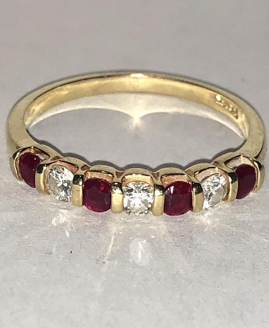 18K gold 1.0 TCW VS1, G diamonds & ruby band ring. - 3