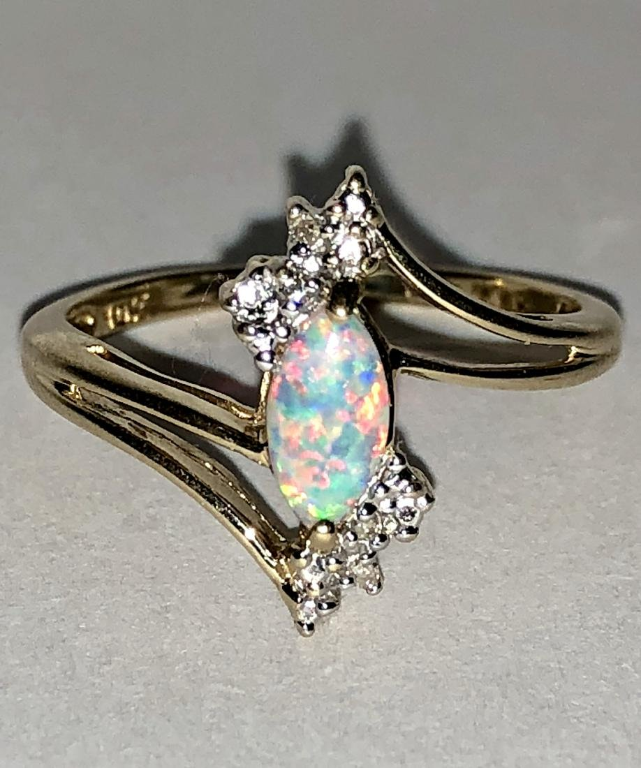 10K GOLD 0.60 TCW NATURAL OPAL AND DIAMONDS COCKTAIL