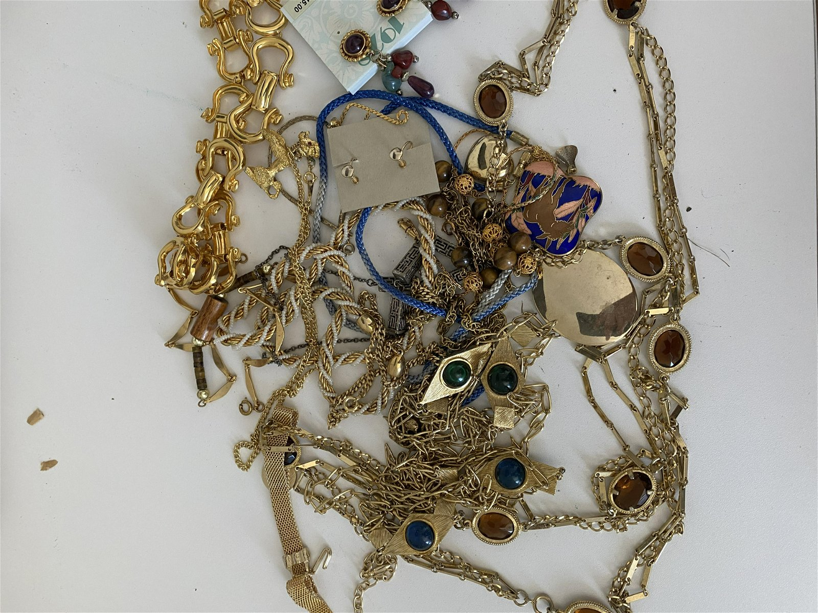 HIGH GRADE LOT OF UNSEARCHED GOLD JEWELRY