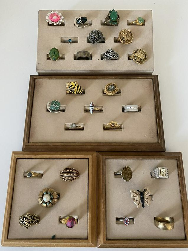 HIGH GRADE LOT OF (28) STERLING SILVER, GOLD, ETC RINGS