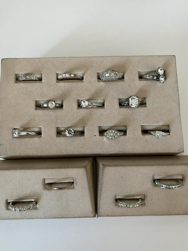 COLLECTIBLE LOT OF (15) ANTIQUE STERLING SILVER RINGS