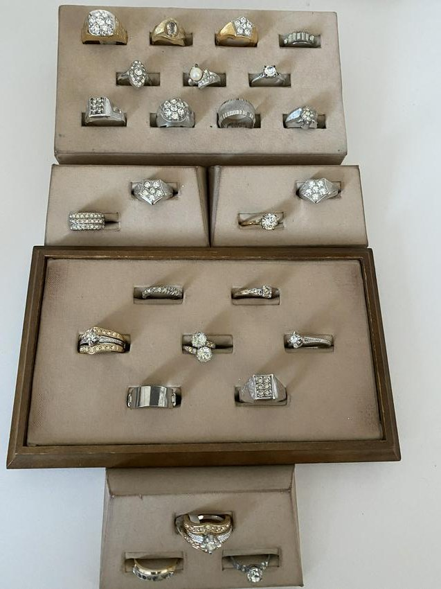COLLECTIBLE LOT OF (25) ANTIQUE STERLING SILVER RINGS