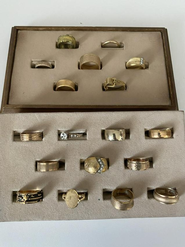 HIGH GRADE LOT OF (18) VINTAGE GOLD RINGS