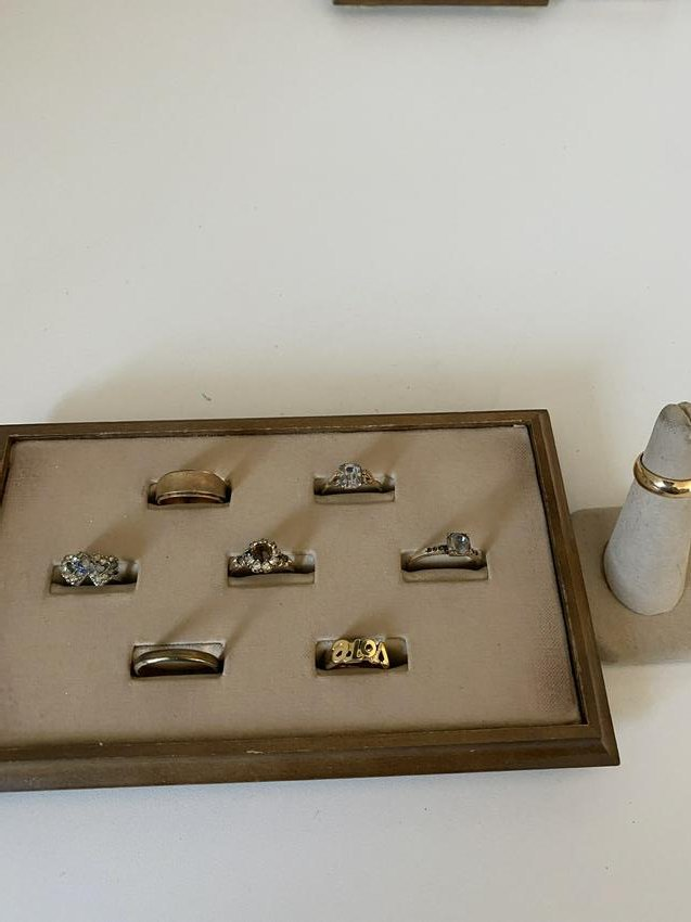 LOT OF (8) HIGH GRADE SILVER/GOLD RINGS