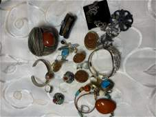 UNSEARCHED LOT OF VINTAGE NATIVE AMERICAN STYLE JEWELRY