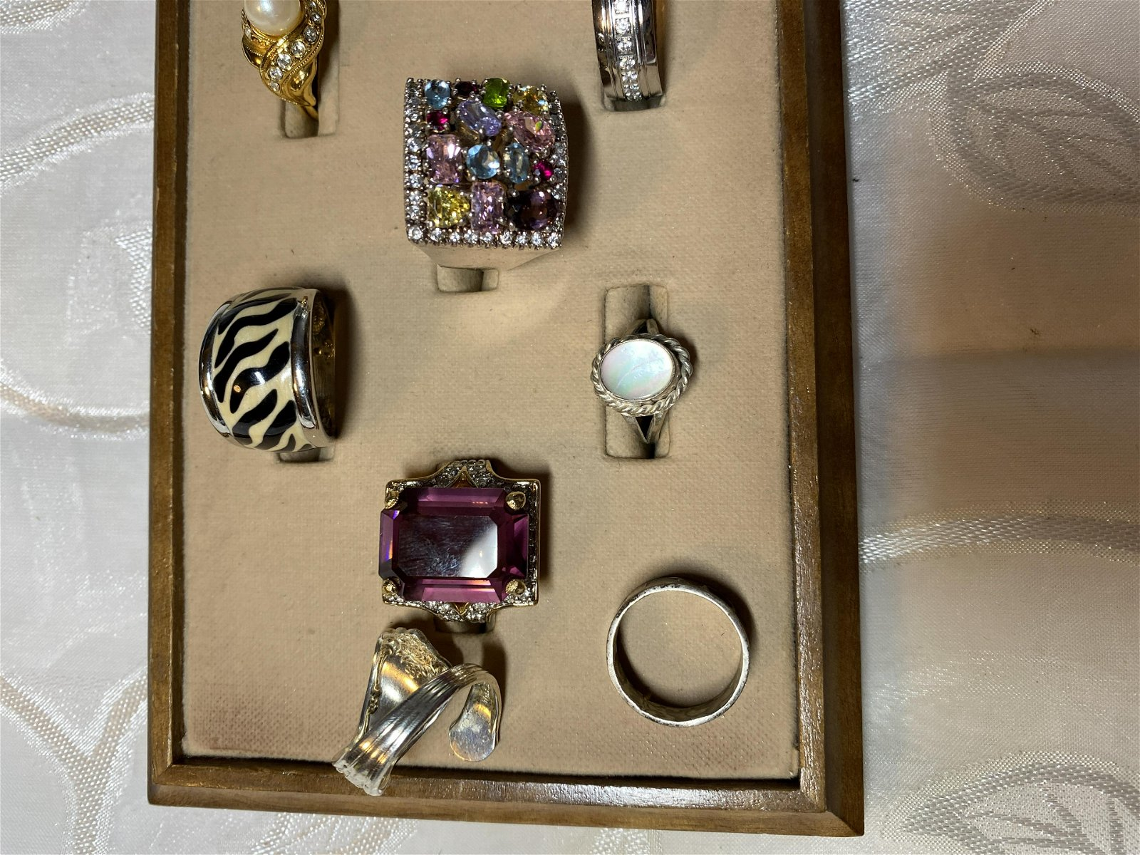 HIGH GRADE LOT OF (10) SILVER/GOLD COCKTAIL RINGS