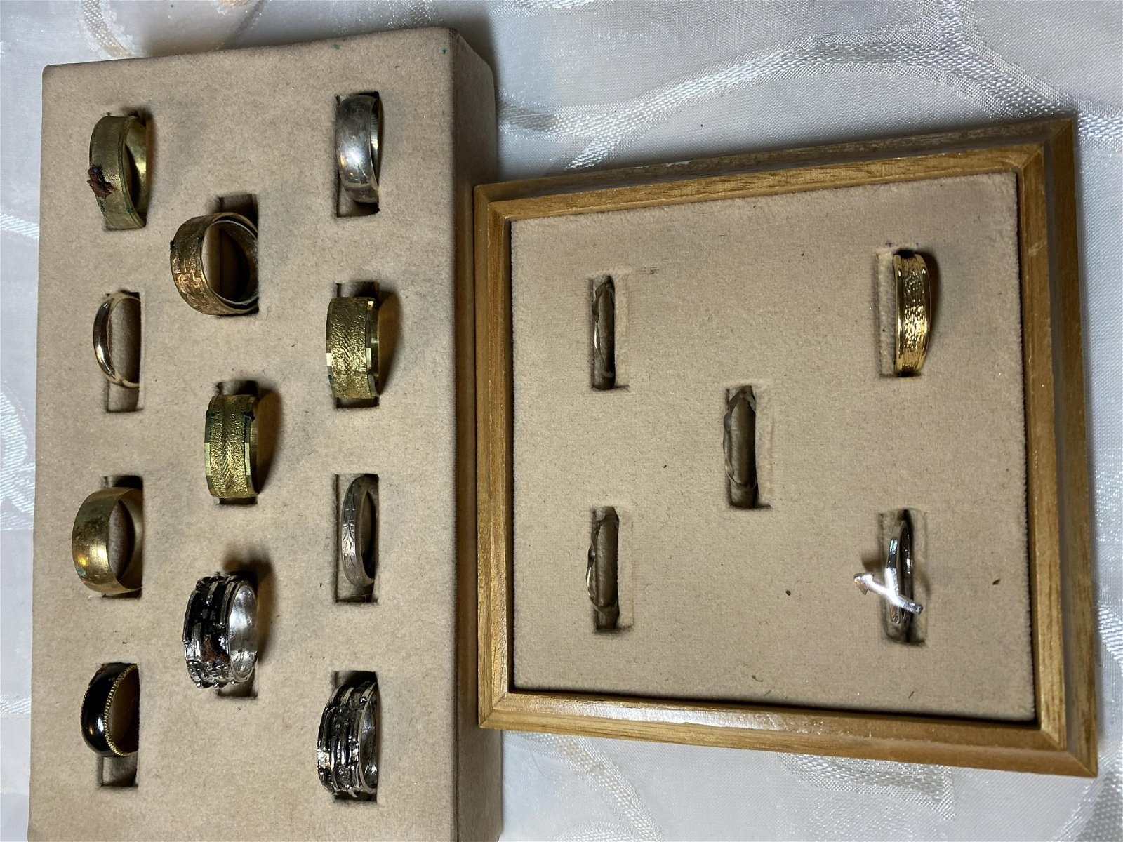 LOT OF (16) VINTAGE GOLD/SILVER RINGS FROM A JEWELRY