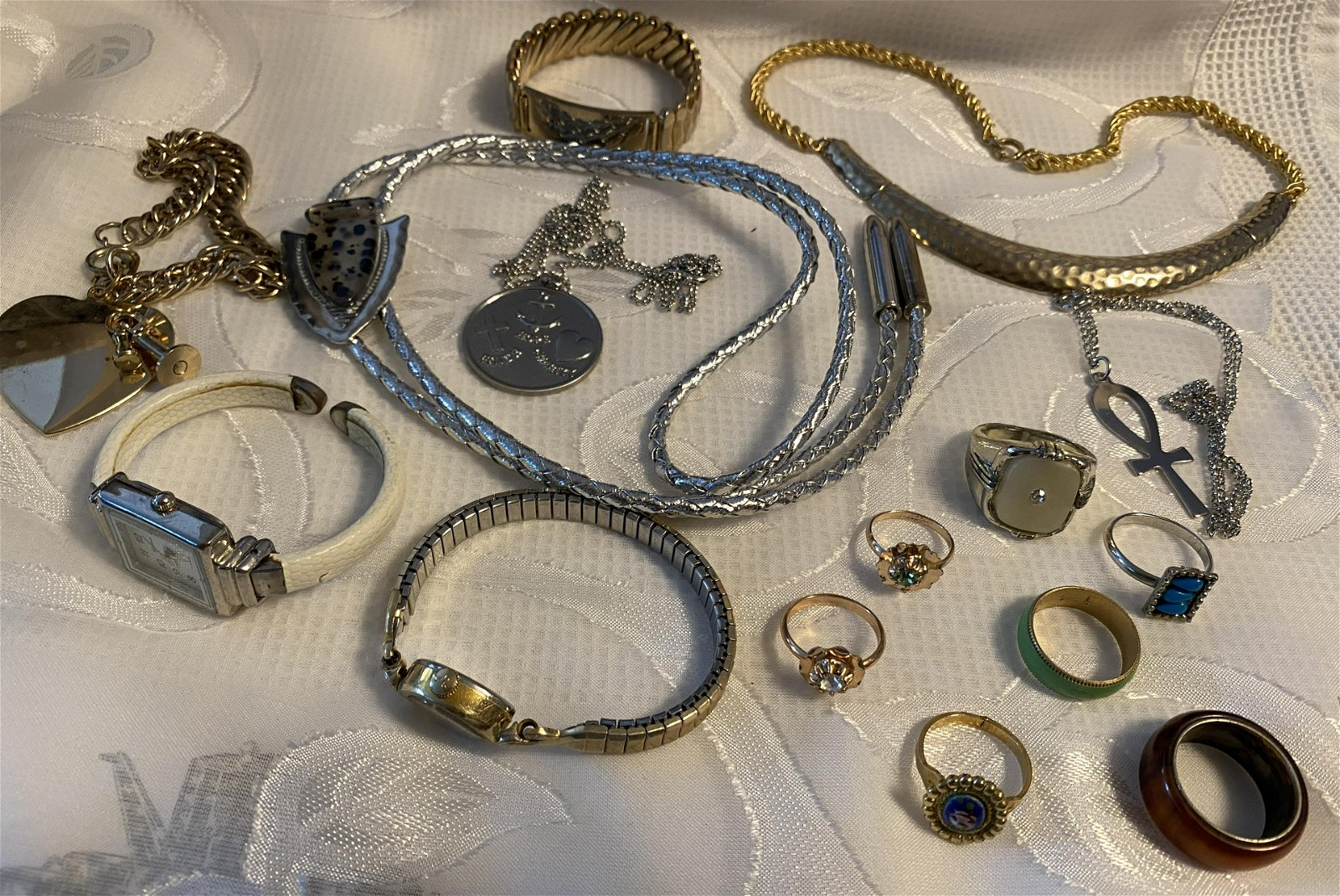 COLLECTION LOT OF VINTAGE JEWELRY - WATCHES, RINGS,