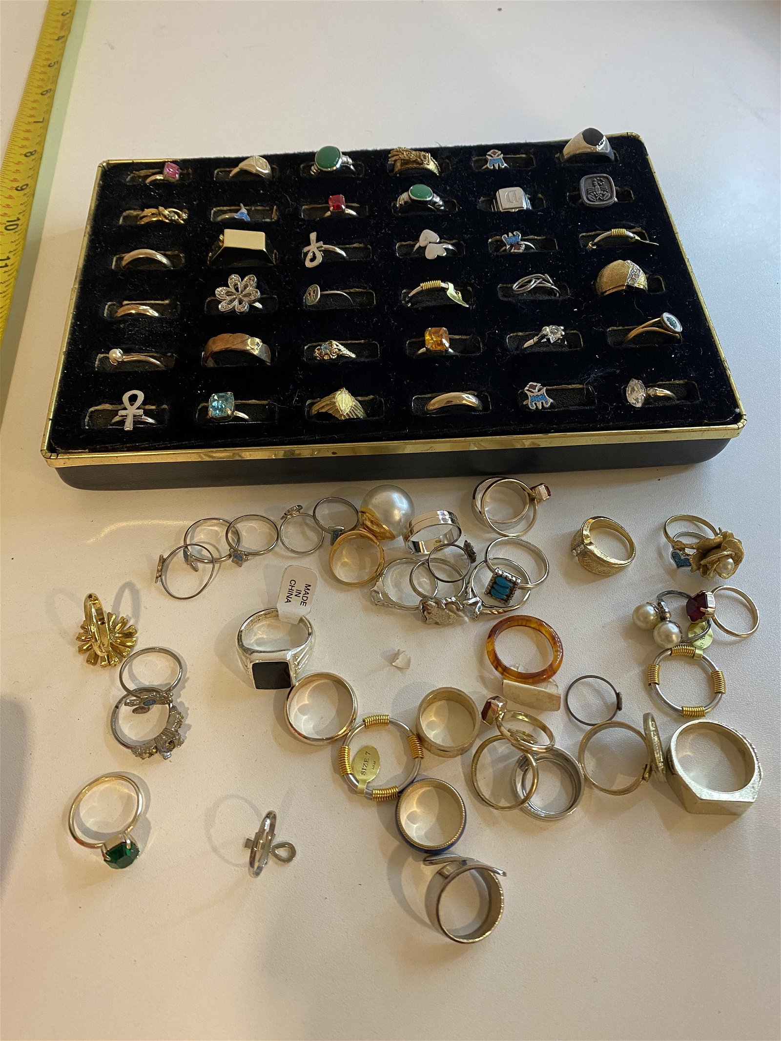 VINTAGE COLLECTIBLE LOT OF SILVER/GOLD RINGS (60+)