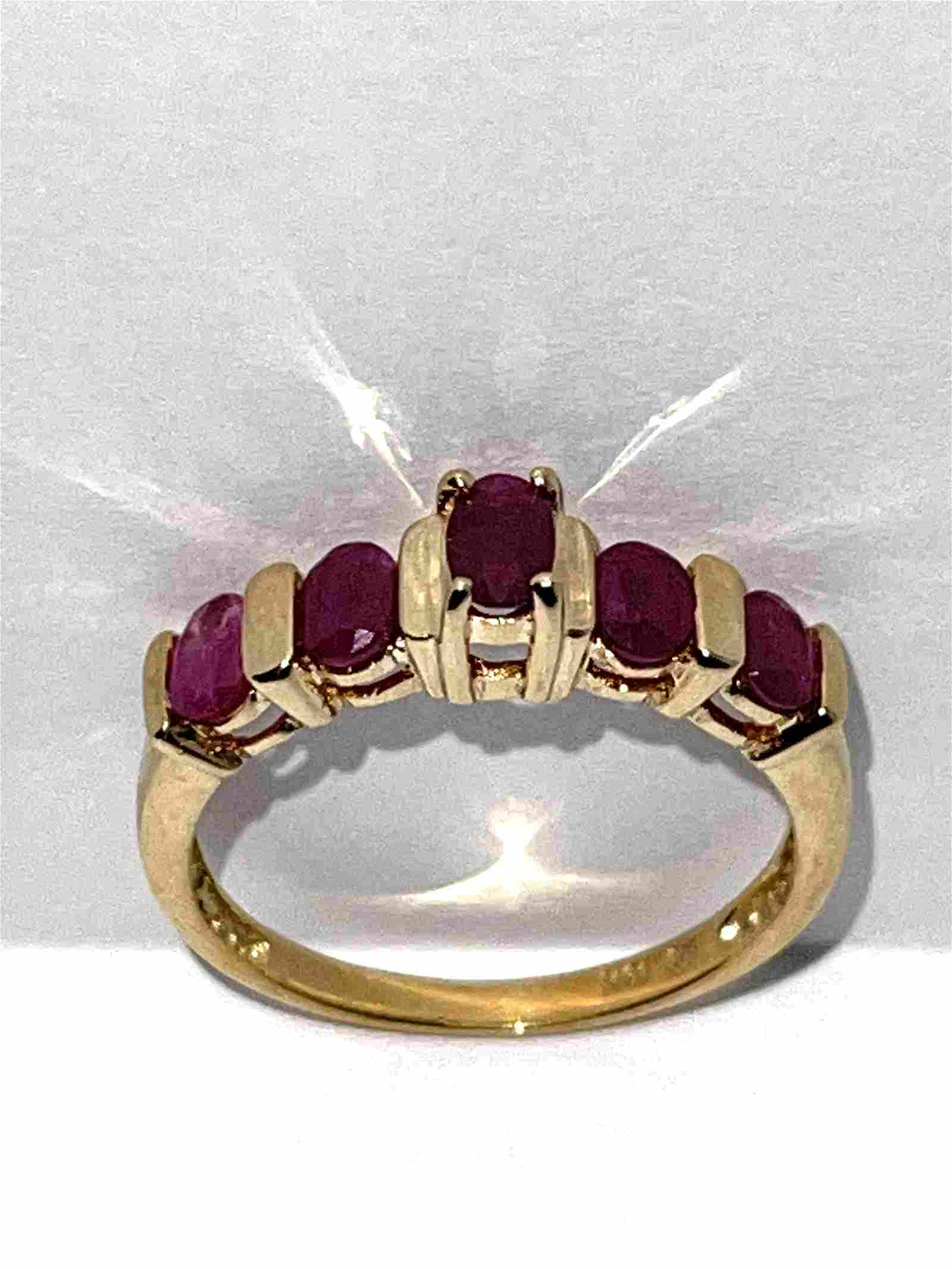 10K GOLD 1.0 TCW OVAL RUBY COCKTAIL RING SZ 7
