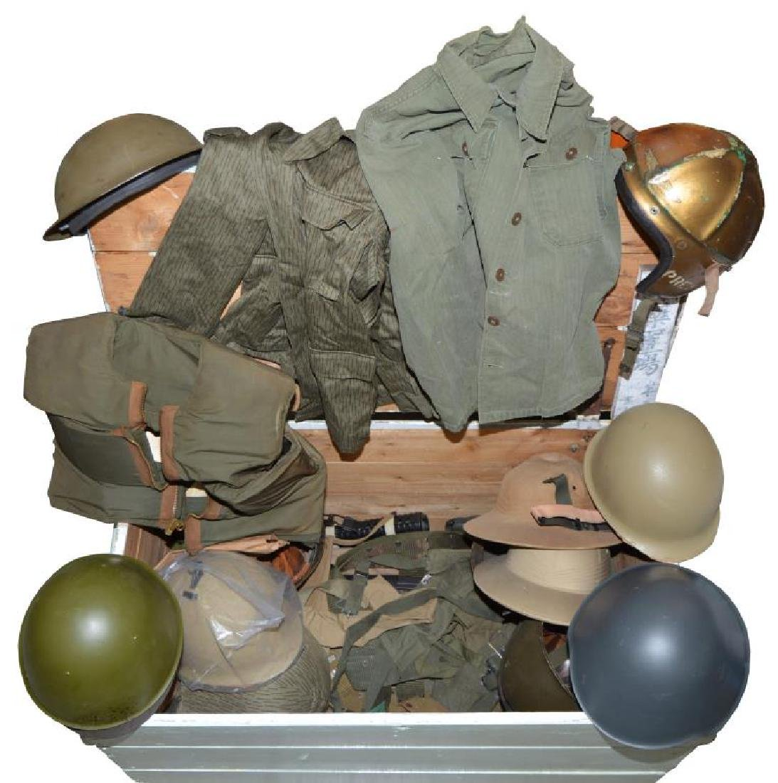 LARGE & VARIED GROUP OF MILITARIA INCLUDING