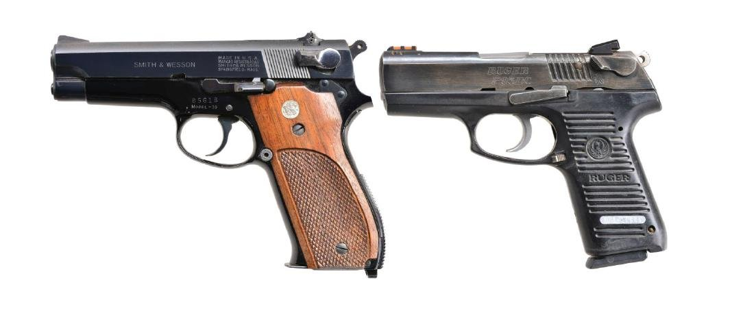 2 PISTOLS: SMITH & WESSON AND RUGER.