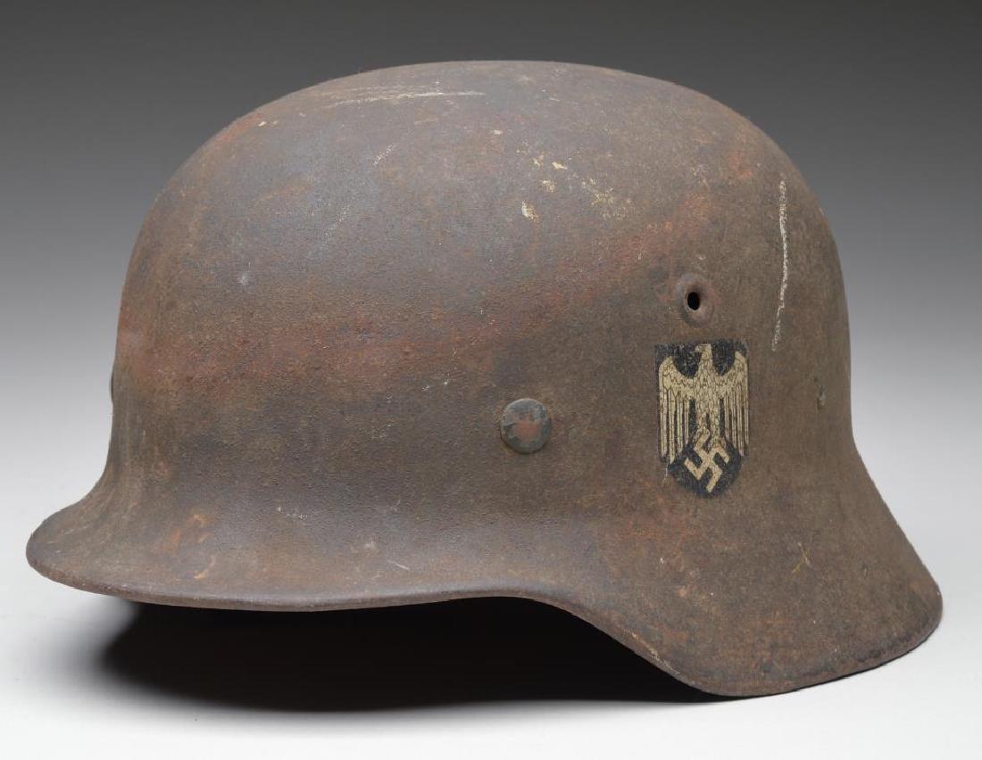 WWII GERMAN ARMY HELMET.