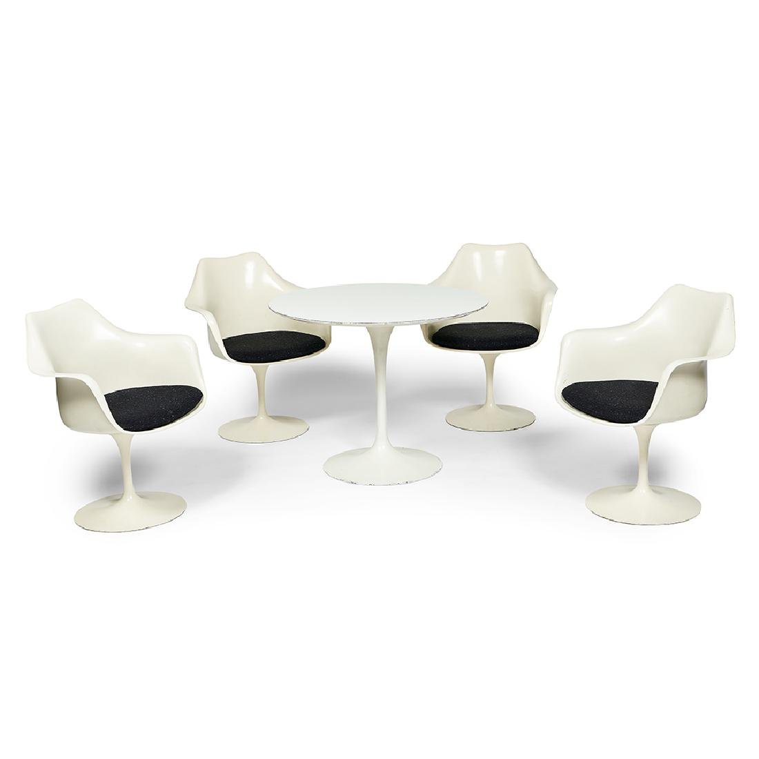 Eero Saarinen, Knoll dining table and four chairs