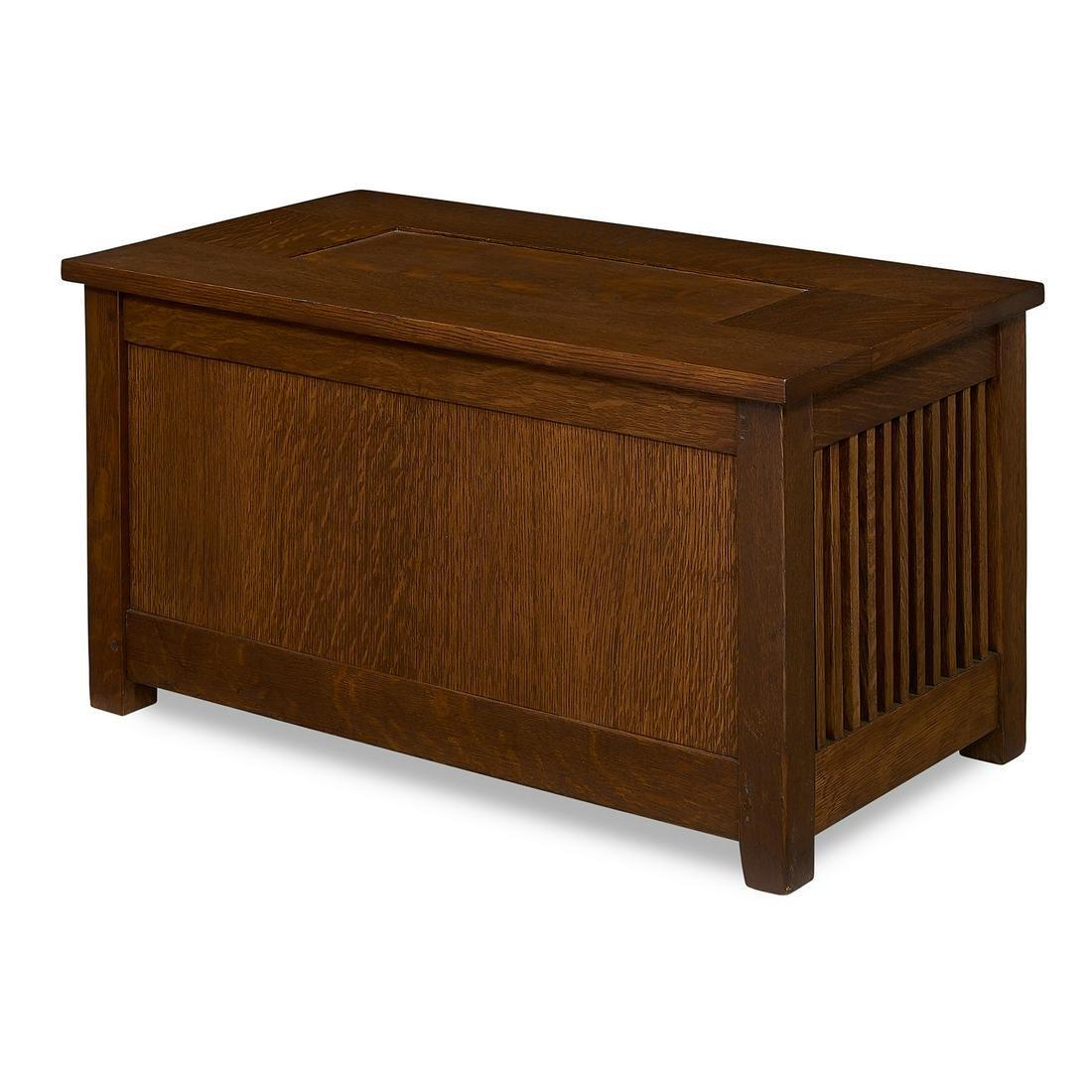 Gustav Stickley spindle shirtwaist box, #95