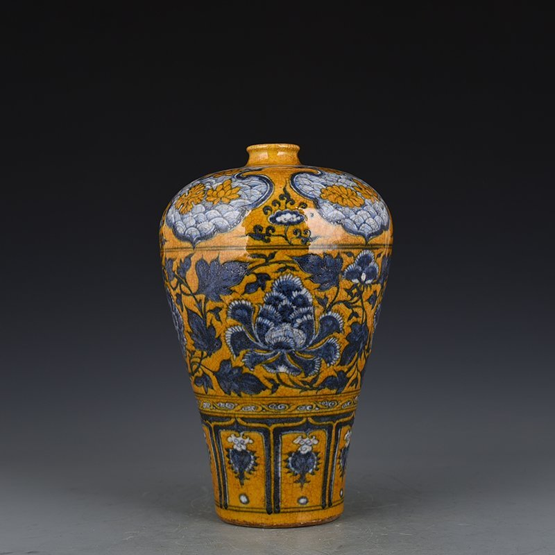 Chinese Yuan  Dynasty Period Porcelain Vase