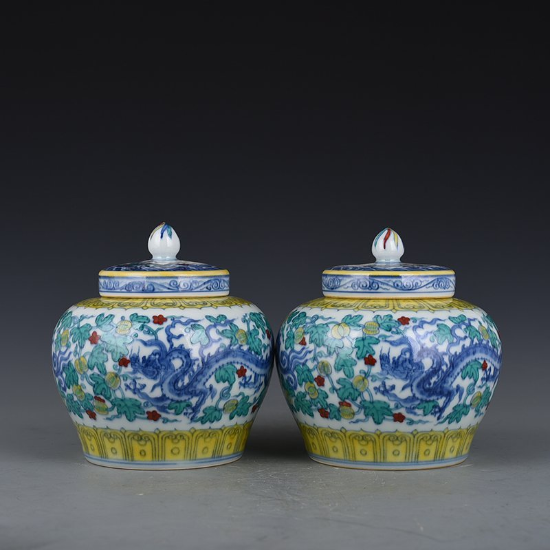 Chinese Ming Dynasty Period Porcelain Pot